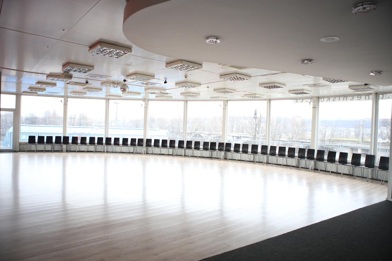dance-station-palmovka1.jpg